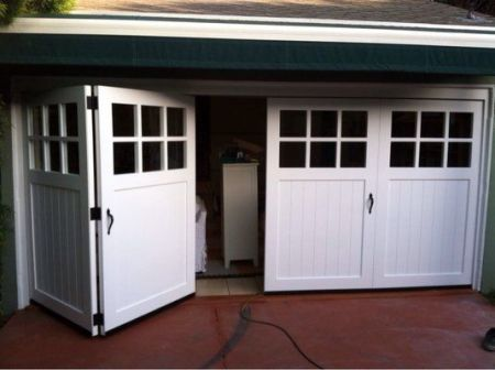 folding-garage-doors-bifold