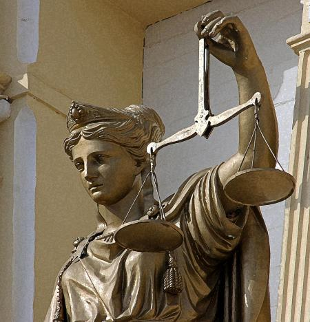 lady-justice-at-virginia-city-courthouse-day-williams