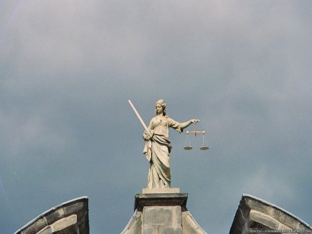lady-justice-statue-cloudy-dublin-wallpapers-1600x1200