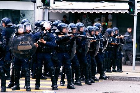 Zurich_police_riot_control.jpg